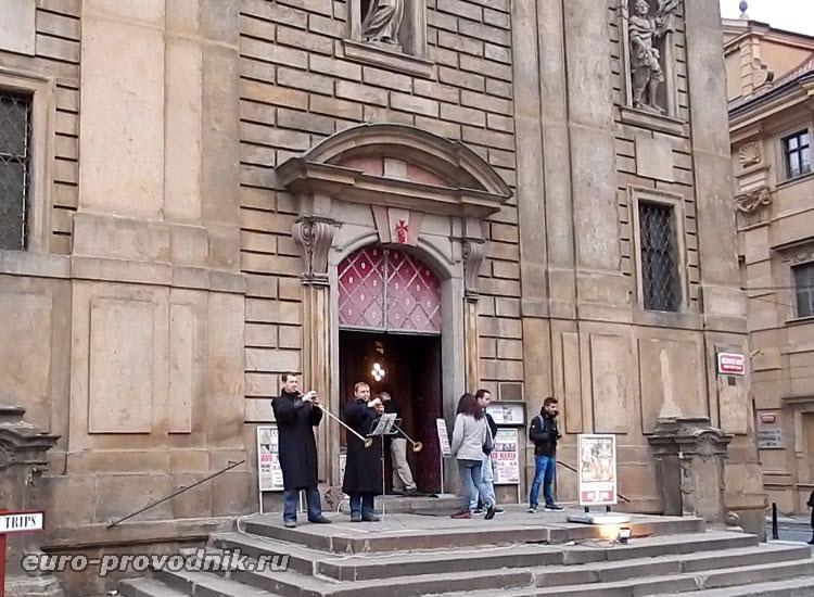 Начало концерта в костеле Св. Франтишека