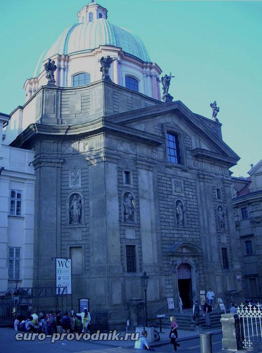 Фасад костела Св. Франтишека