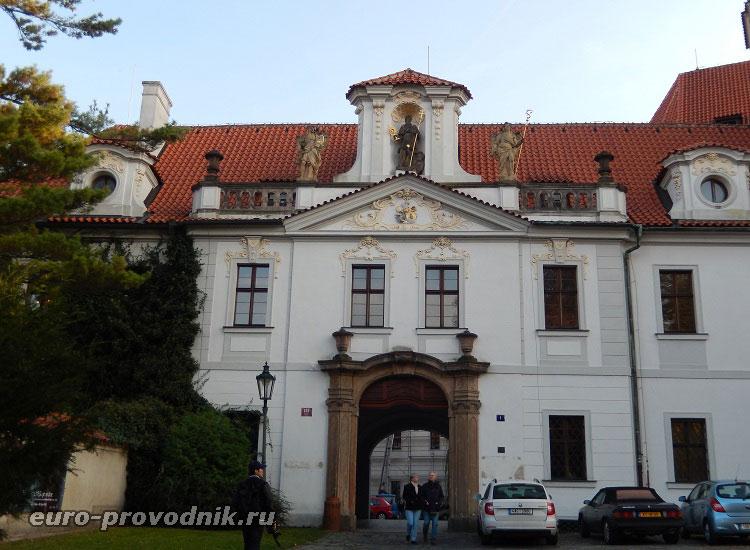 Входная арка Страговского монастыря