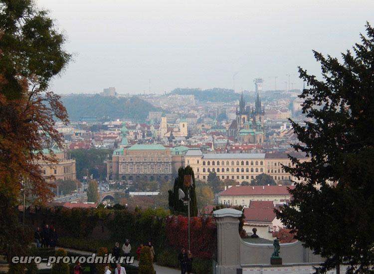 Вид на правобережную Прагу