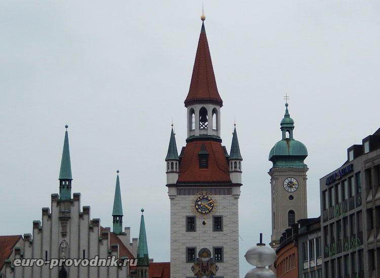 Старая ратуша и башня собора Святого Духа