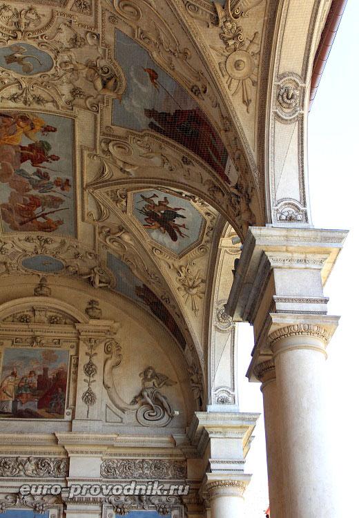 Потолочные орнаменты