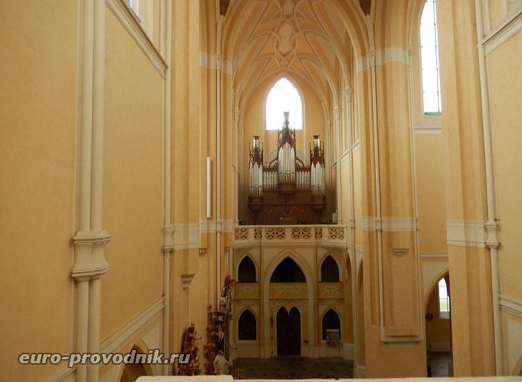 Интерьер собора Девы Марии