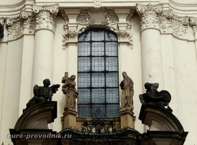 Фасад церкви Кирилла и Мефодия