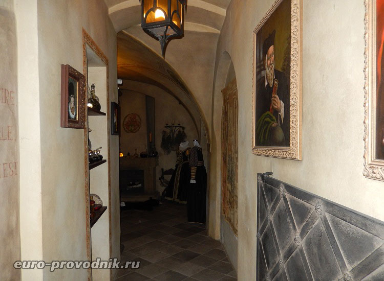 Вход в музей алхимиков