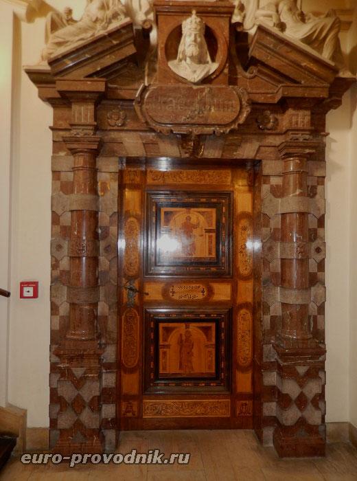 Вход в зал ратуши