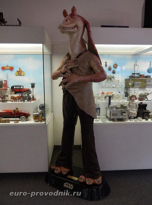 Большие куклы музея игрушек