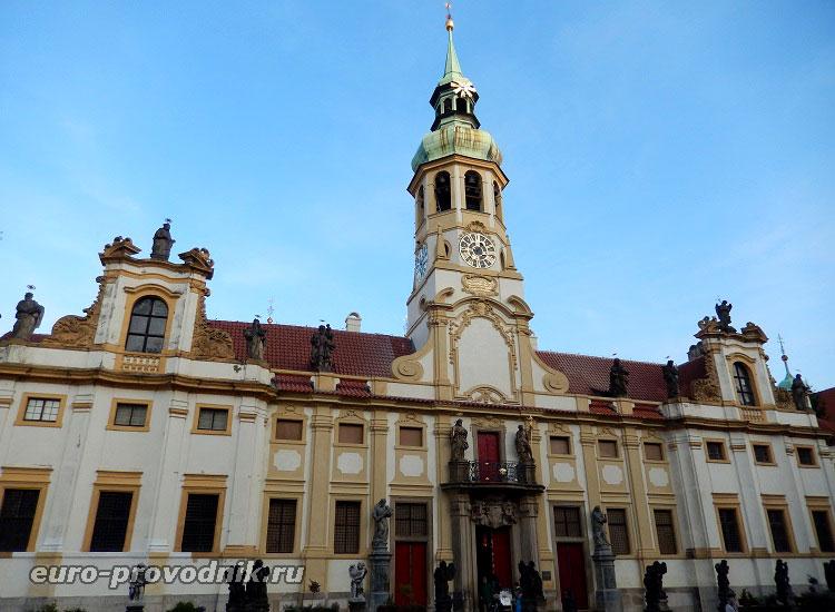 Фасад Пражской Лореты