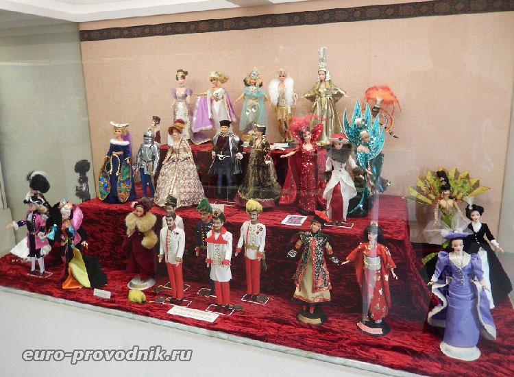 В музее игрушек