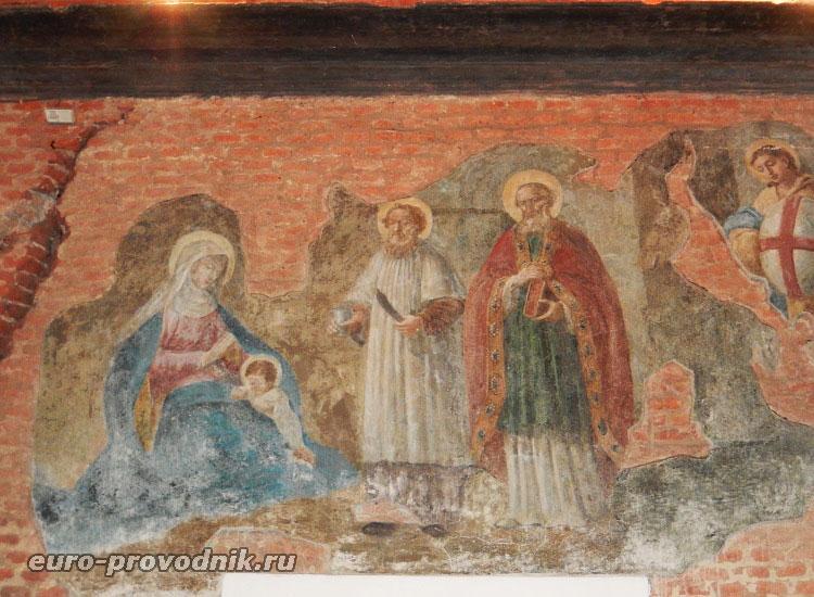 Фрески и трещины Святой хижины
