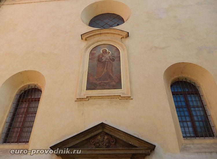 Портал костела Св. Йозефа