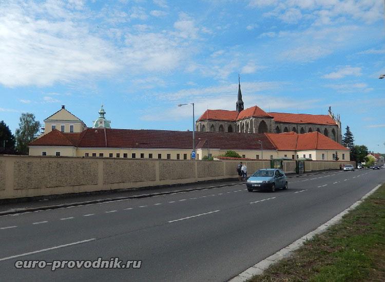 Монастырь в городке Кутна Гора