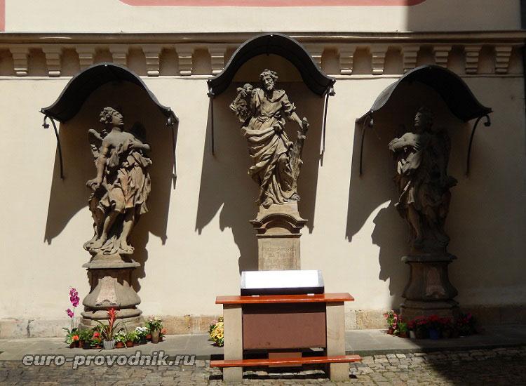 Скульптуры костела Св. Йозефа