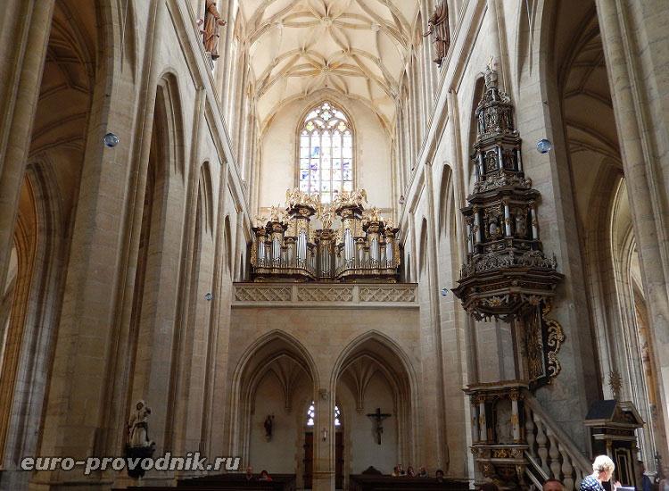 Орган и кафедра собора