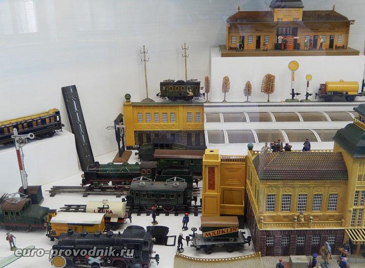 Экспонаты музея игрушек
