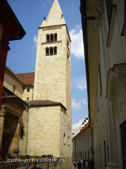 Романская башня монастыря
