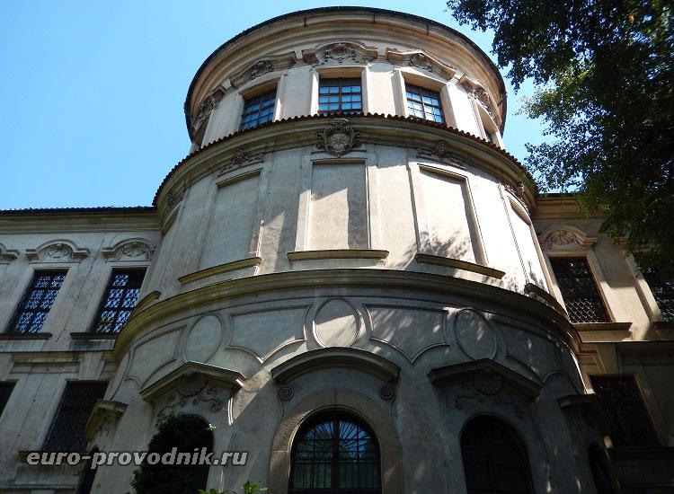 Западный фасад дворца
