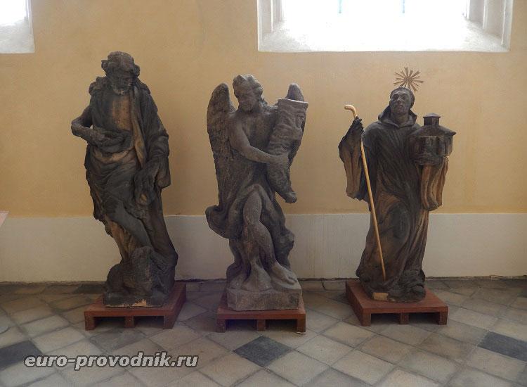 Скульптуры святых и ангела