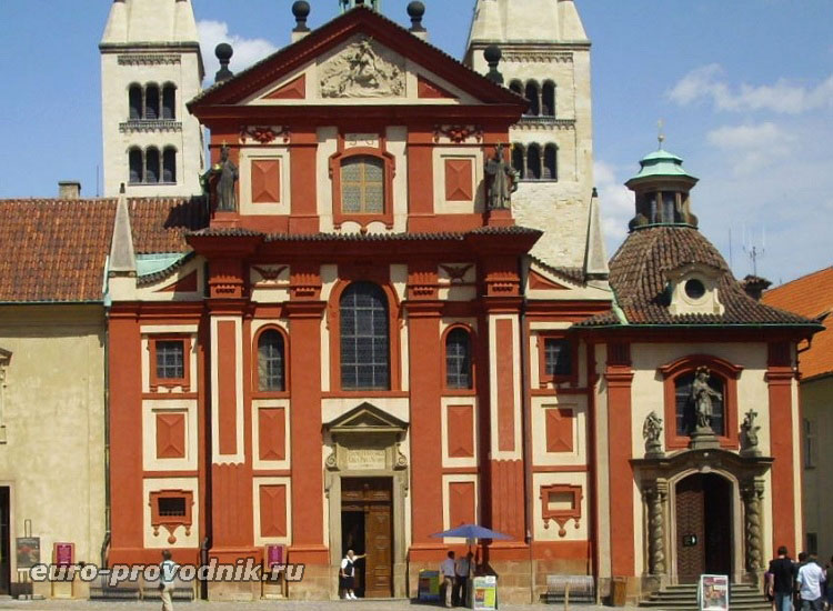 Западный фасад базилики