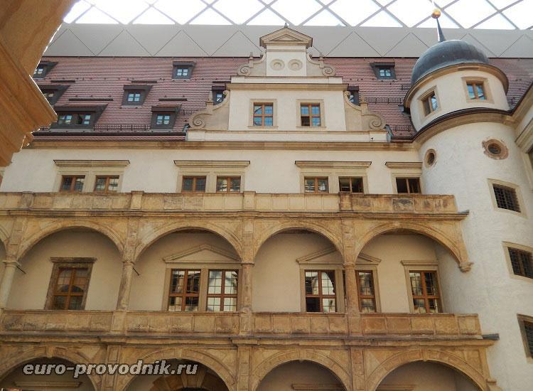 Архитектура Малого двора