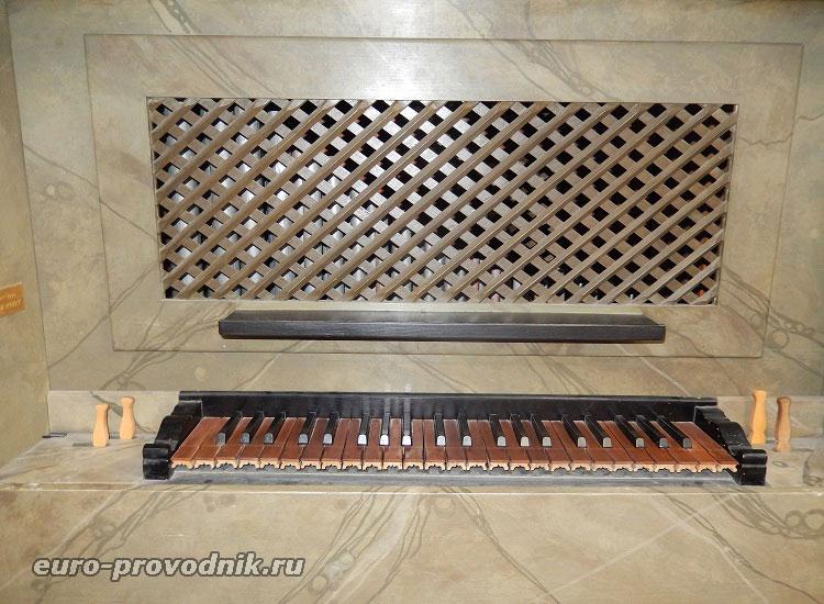 Музыкальный инструмент костела