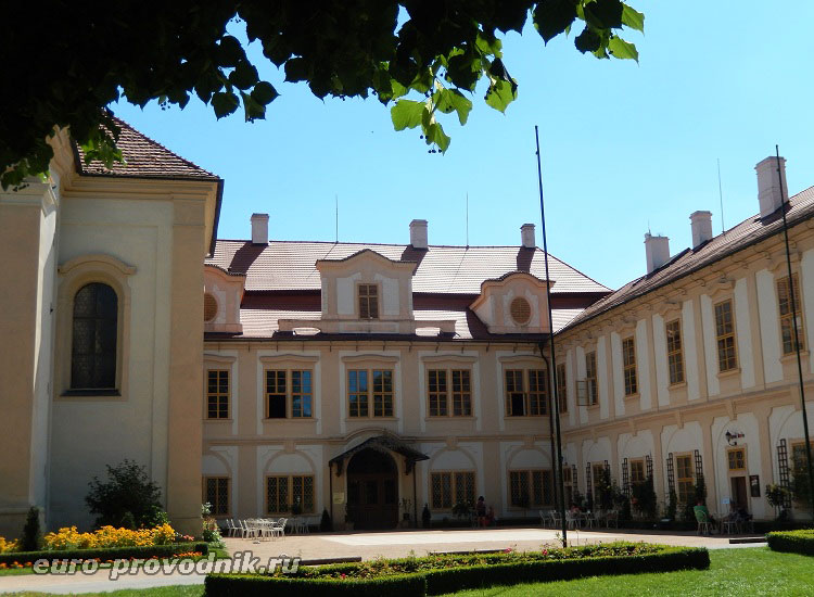 Открытый двор замка