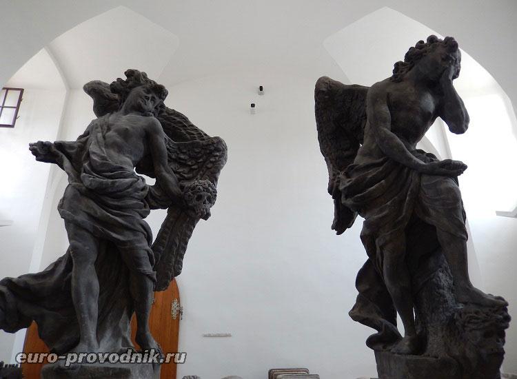 Ангелы, возглавляющие ряды добродетелей и пороков