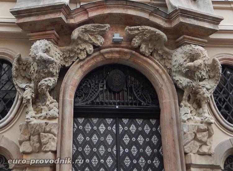 Портал Тун-Гогенштейнского дворца