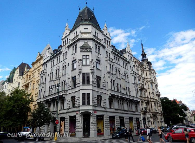 Здания улицы Парижской