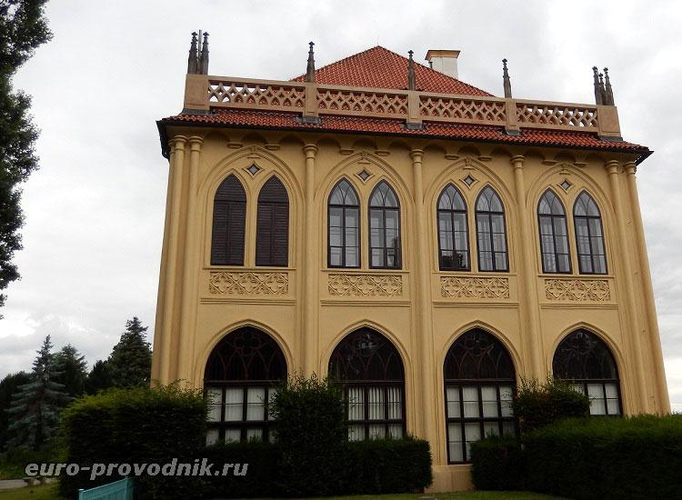 Ренессансный фасад Летоградека