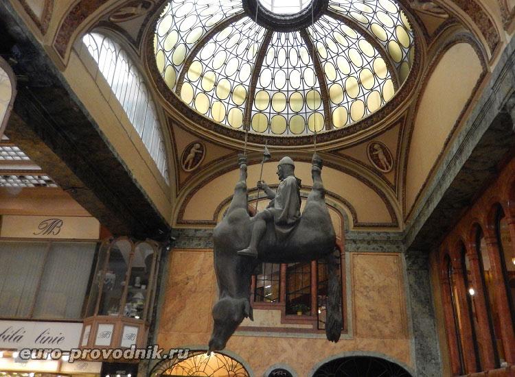 Скульптура Перевернутый конь