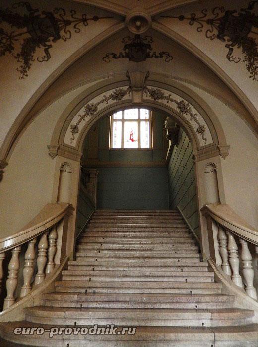 Парадная лестница ратуши