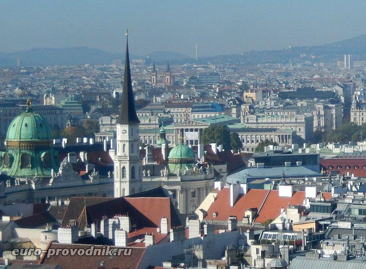Вид на колокольню Михайловской церкви