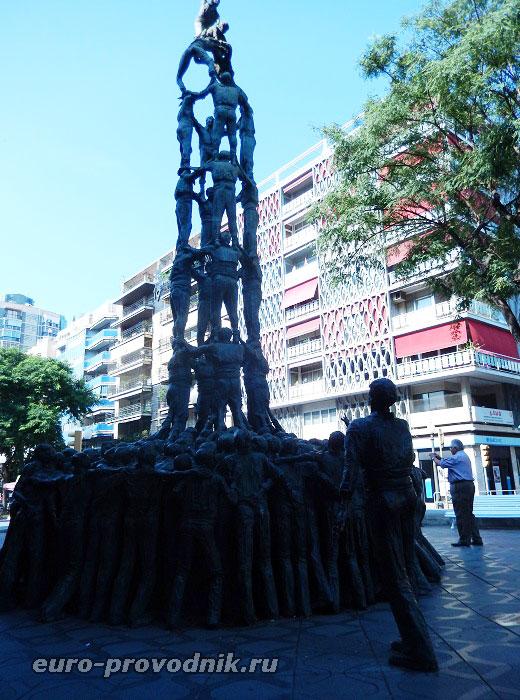 Бронзовая башня из людей