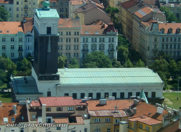 Вид на храм с Жижковской башни