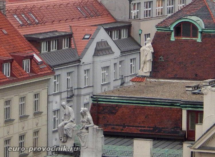 Скульптуры на крыше мэрии