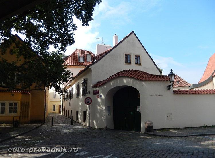 Монастырские строения