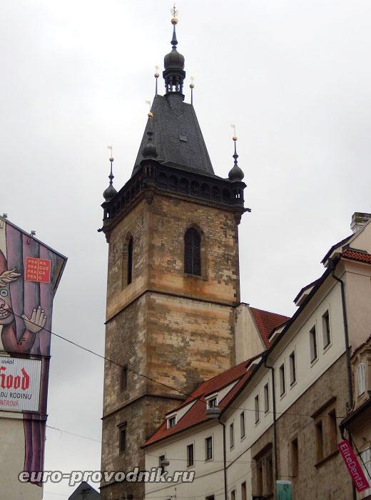 Вид с ул. Водичкова на ратушу