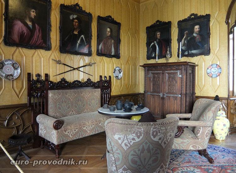 Галерея в гостиной князя