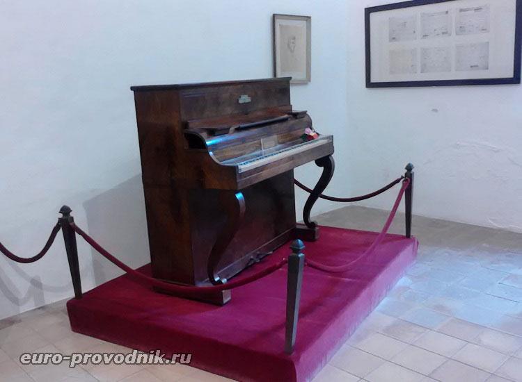Пианино в музее Шопена