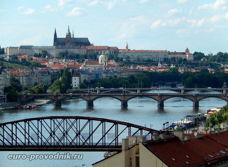 Вид на Пражский Град с Вышеградской скалы