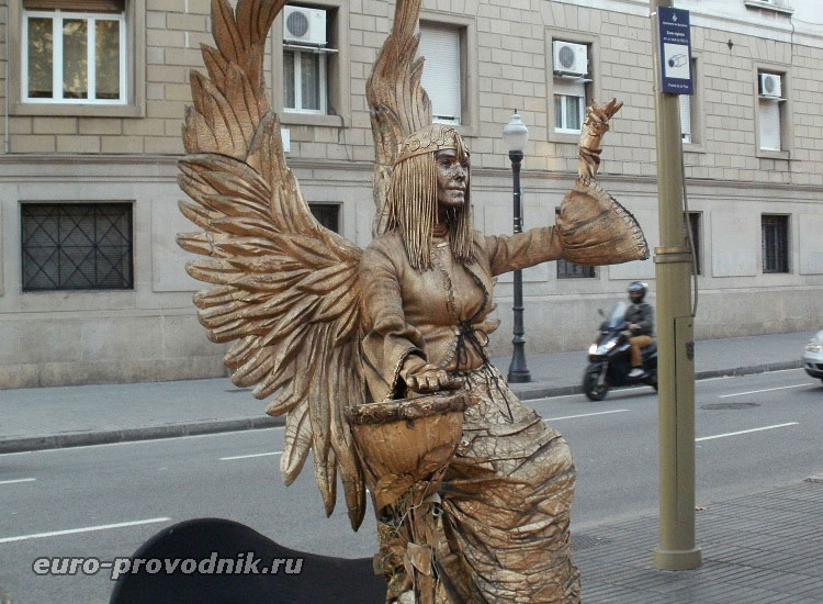 Живая статуя в Барселоне
