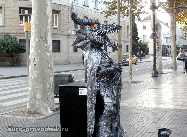 """Самая """"живая"""" статуя на бульваре Рамбла"""