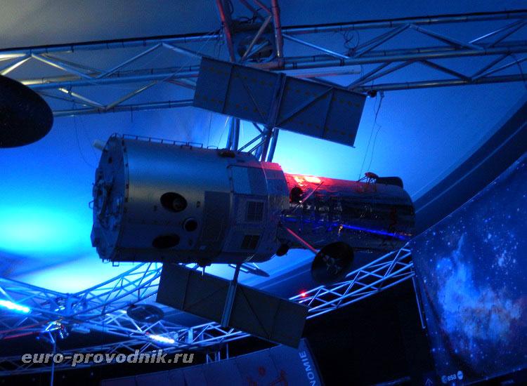 Макет телескопа Хаббл