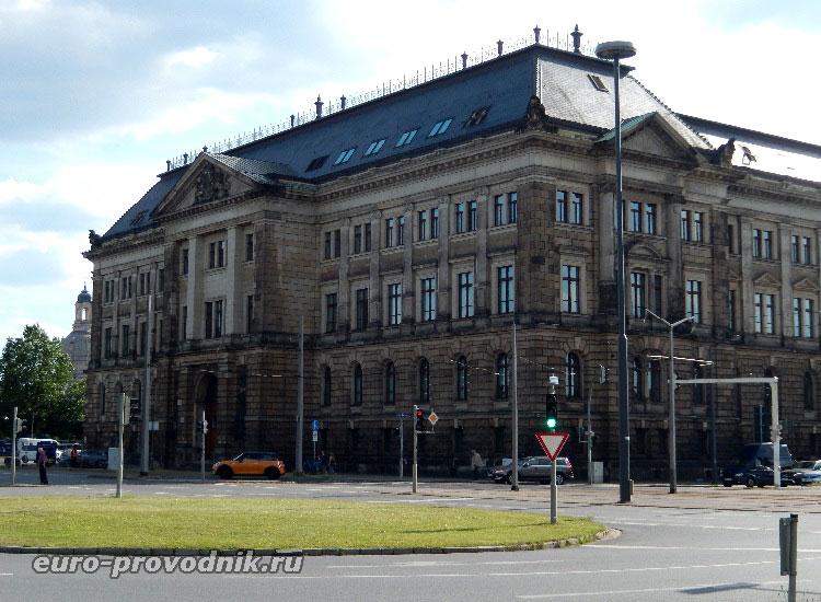 Боковой фасад министерства