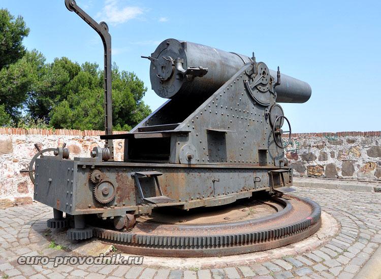 Старинное орудие