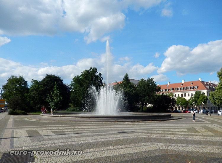 Площадь перед Японским дворцом