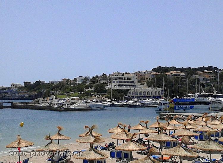 Порт и пляж в Порто Кристо