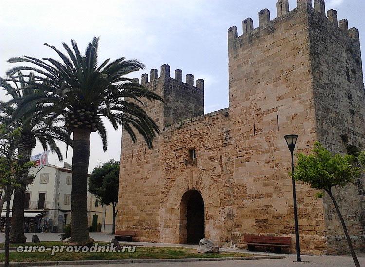 Ворота в исторический центр Алькудии