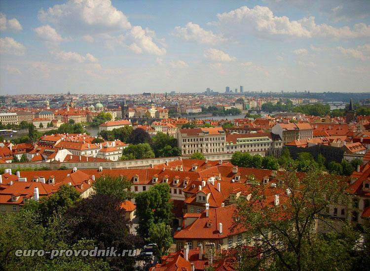 Вид на Прагу от восточного входа в крепость